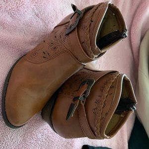 Shoes - NEW brown cowgirl boots/ booties!! 😊